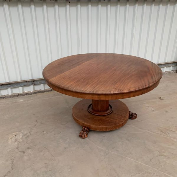 Antieke tafel kringloop